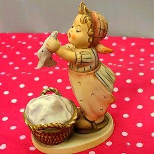 Vintage Hummel Goebel Figure #321 1987 Wash Day Gi